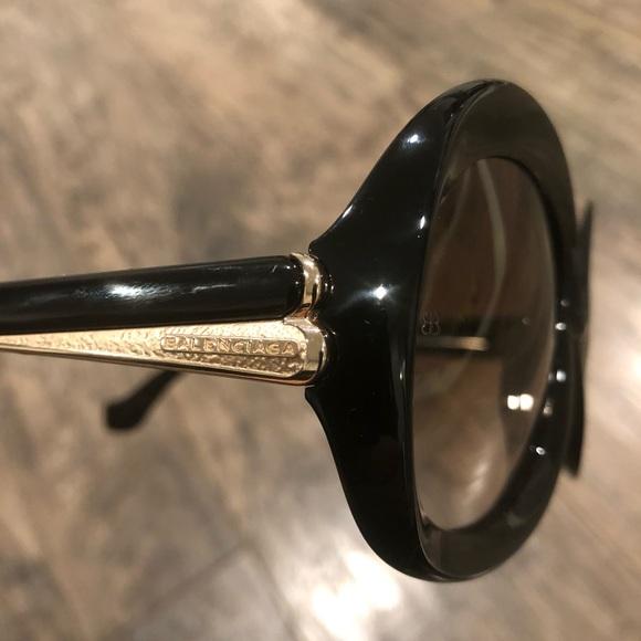 b5b413d9ad0ce Balenciaga Accessories - NEW❣️Balenciaga Oversized Round Black Sunglasses